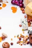 Quesos con las frutas y las nueces secadas Imagen de archivo