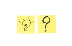 Question mark and light bulb in post it note Royalty Free Stock Images