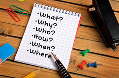 Question on notepad Royalty Free Stock Photos