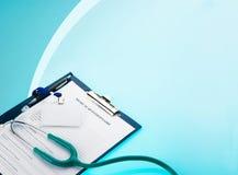 Questionario medico con lo stetoscopio e l'etichetta di identificazione Fotografia Stock