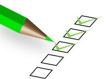 Questionnaire avec le crayon lecteur vert Photographie stock libre de droits