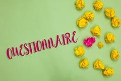 Questionnaire d'écriture des textes d'écriture Les questions de signification de concept avec un choix des réponses examinent le  Photographie stock libre de droits