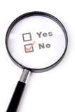 Questionnaire et loupe Image libre de droits