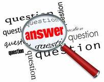 Questions et réponses - loupe sur des mots Photo stock