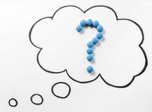Questions médicales se demandantes ou aucune idée au sujet de médicament correct Images libres de droits