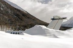 Queue d'un jet privé dans la neige à l'aéroport de St Moritz Switzerland en hiver Images libres de droits
