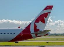 Queue de Boeing 767 de fard à joues d'Air Canada Photographie stock libre de droits