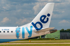 Queue de Flybe Embraer ERJ-175 Photo stock