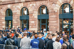 Queue for the new iPhone 6 Royalty Free Stock Photography