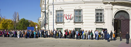 Queue of people in front of the office of the austrian Federal Chancellor Stock Photos