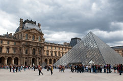 Queue of visitors to the pyramid in Louvre Stock Images