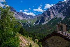 Queyras ceillac Bois noir в alpes hautes в Франции стоковые фото