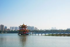 Qui Ming Palace em Lotus Lake Imagens de Stock Royalty Free