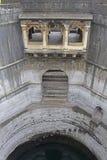 Qui Vihir de Bara Mota (bom), histórico bem na vila do membro, Satara, Maharashtra, Índia fotografia de stock