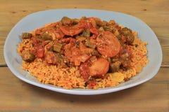 Quiabo e salsicha cozinhados sobre o arroz Fotografia de Stock Royalty Free
