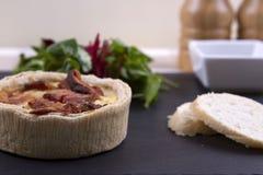 Quiche и салат Стоковые Изображения