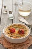 Quiche avec l'asperge et les tomates Photographie stock libre de droits