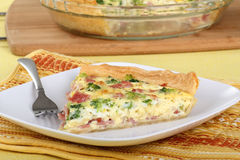 Quiche do presunto e dos bróculos Fotos de Stock Royalty Free