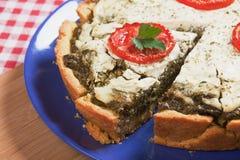 Quiche lorraine con spinaci ed il pomodoro Fotografia Stock