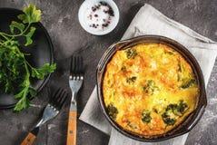 Quiche lorraine Frittata med broccoli Royaltyfria Bilder