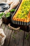 Quiche Lotharingen met spinazie en groene ui Stock Fotografie