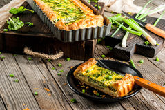 Quiche Lotharingen met spinazie en groene ui Royalty-vrije Stock Afbeelding