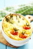 Quiche med sparrisen och tomaten Arkivbild