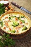 Quiche met broccoli en vissen Stock Afbeeldingen