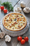 Quiche pie with chicken and mushroom Royalty Free Stock Images