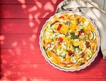 Quiche saporita dell'uovo per un pranzo di picnic di estate Fotografia Stock