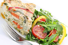 Quiche und Salat Stockfotos