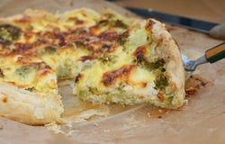 Quiche vegetariana con bróculi Foto de archivo libre de regalías