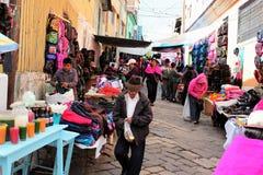 Quichua marknad på Guamote, Ecuador arkivfoto