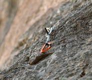 Quickdraw auf der Felsenwand Stockbild