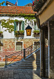 Quiet Italian patio in Venice Royalty Free Stock Photos