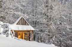 Quiet mountain cabin in winter Royalty Free Stock Images