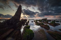 Quiete prima del tramonto alla spiaggia di Barrika fotografia stock