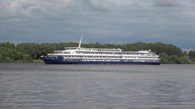 ` Quieto de Don do navio de cruzeiros do ` de Alexander Borodin do ` do ` moderno anteriormente nas águas do Rio Volga yaroslavl filme