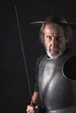 Quijote Alter bärtiger Krieger mit Brustplatte und Sturzhelm Lizenzfreie Stockfotos