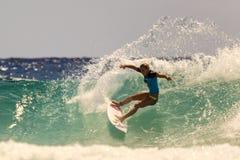 Quiksilver praticante il surfing Fotografia Stock Libera da Diritti