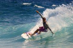 Quiksilver que practica surf Imagen de archivo