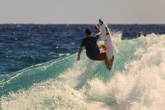 Quiksilver que practica surf Foto de archivo