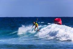 Quiksilver que practica surf y Roxy Pro World Title Event Imagen de archivo libre de regalías