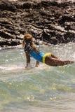 Quiksilver que practica surf y Roxy Pro World Title Event Imagen de archivo