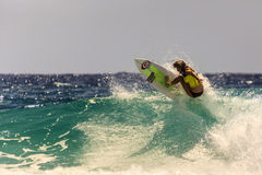 Quiksilver que practica surf y Roxy Pro World Title Event Imagenes de archivo