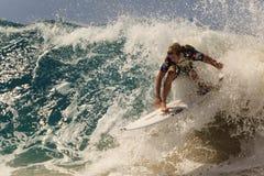 Quiksilver que practica surf y Roxy Pro World Title Event Foto de archivo