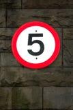(5 quilômetros por hora) sinal de estrada 5mph Imagens de Stock