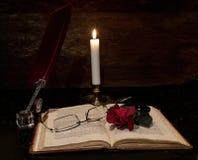 Quill Book e candela immagine stock libera da diritti