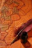 Quill, inkwell & mapa Imagem de Stock Royalty Free
