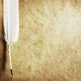 Quill på Parchmentpapper Arkivbild